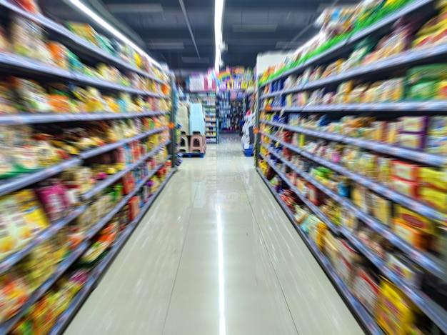 Fond d'étagère de supermarché en effet de flou de mouvement