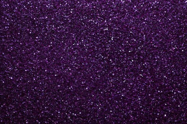 Fond étincelant violet foncé de petits paillettes, gros plan