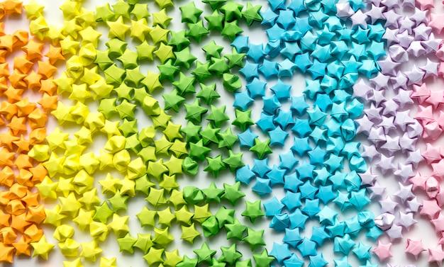 Fond d'étoiles d'origami coloré
