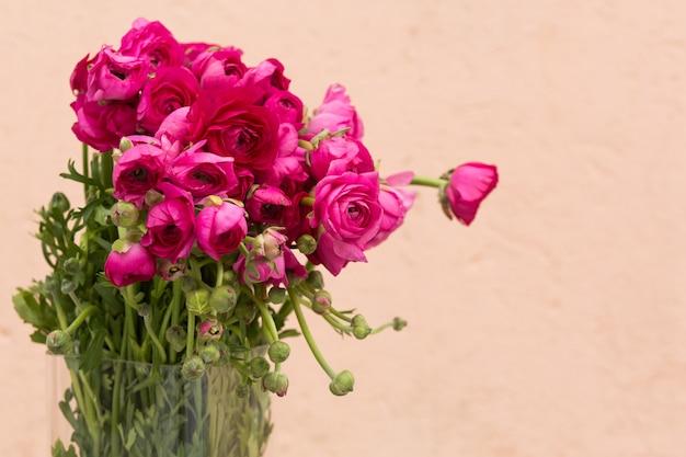 Fond de fête des mères avec des roses roses, espace copie