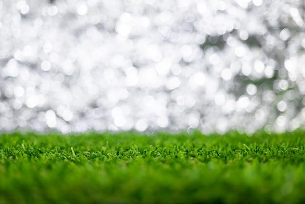 Fond flou de bokeh avec sol d'herbe