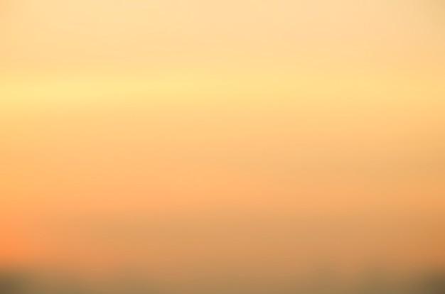 Fond flou de lever de soleil, lumière tôt le matin, phénomènes naturels d'éclairage.