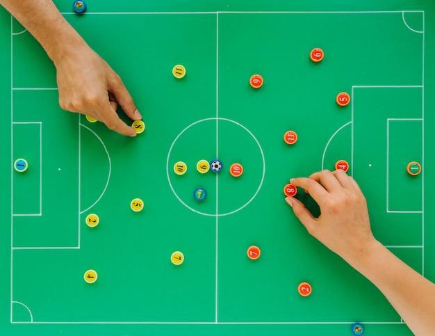 Fond de football avec le concept de tactiques et les mains