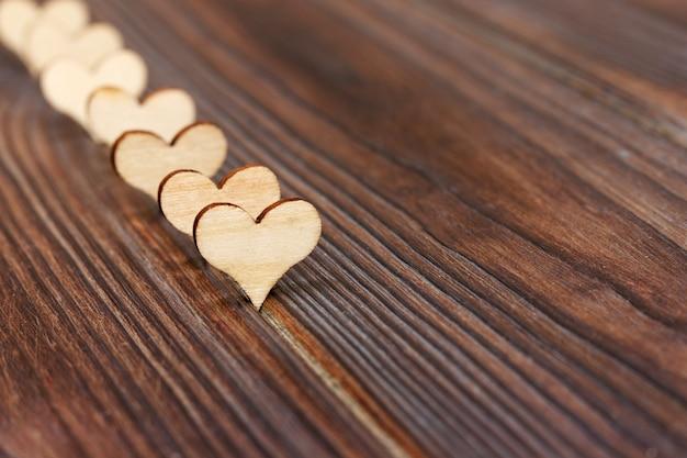 Fond de forme de coeur en bois.