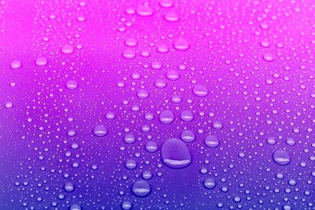Fond de gouttes d'eau de couleur néon