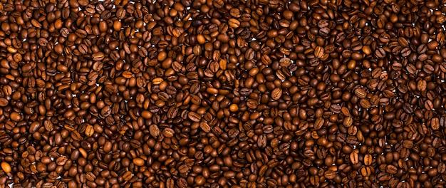 Fond de grains de café torréfiés. fermer
