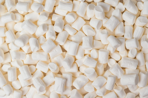 Fond d'un grand nombre de guimauves blanches. un délice sucré. mise à plat.