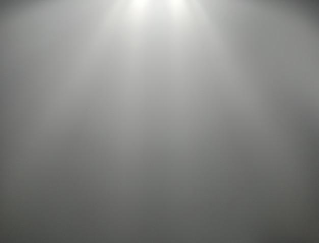 Fond gris. eclairage dans la salle de studio