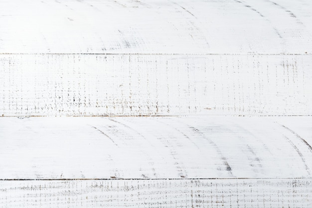 Fond grunge avec vieille planche de bois blanche. rayures horizontales.
