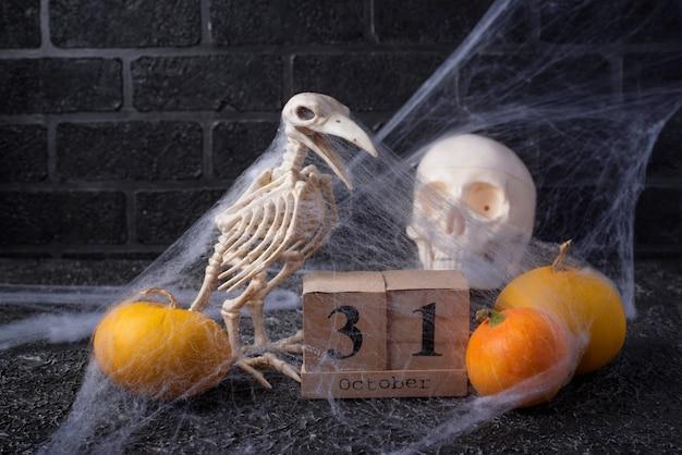 Fond d'halloween avec calendrier en bois