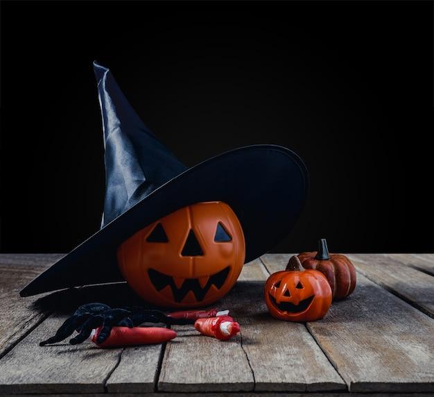 Fond d'halloween avec des citrouilles, chapeau de sorcière, araignée noire, doigts