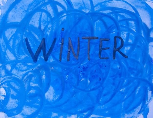 Fond d'hiver aquarelle. illustration à l'aquarelle de l'art abstrait avec l'inscription hiver dans les tons bleus.