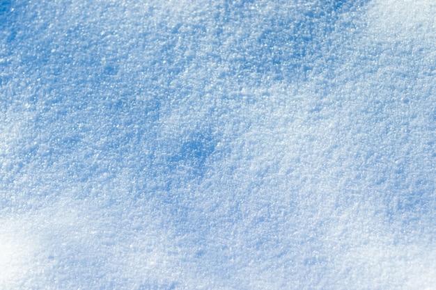 Fond d'hiver avec de la neige. fond de neige et de givre avec espace libre