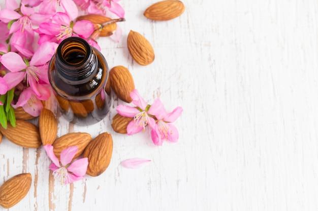 Fond à l'huile d'amande, amandes et fleurs