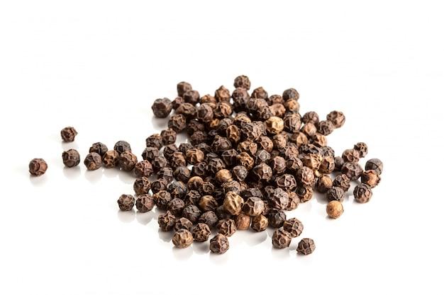 Fond isolé de poivre noir