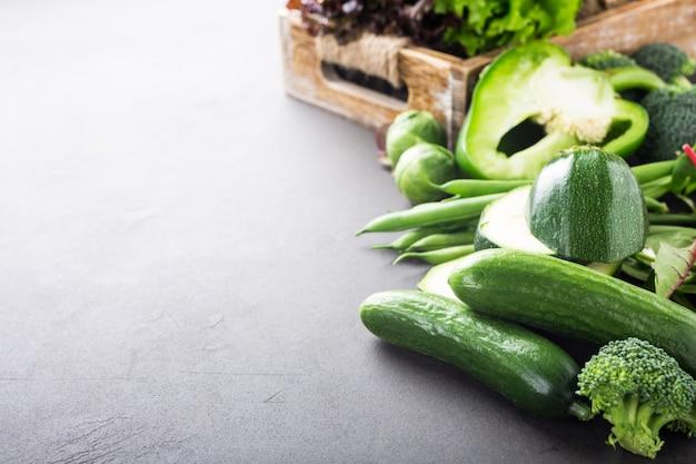 Fond avec des légumes verts assortis