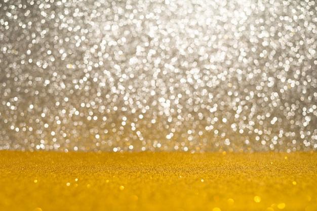 Fond de lumières scintillantes abstraites. argent et or. déconcentré