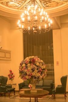 Fond de lustres dans les hôtels de luxe