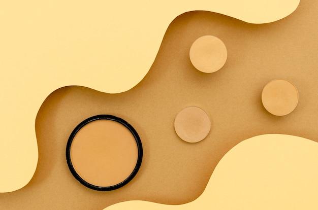 Fond de maquillage beige vue de dessus