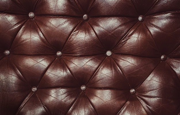 Fond marron décoratif en cuir véritable. fond décoratif de texture capitone en cuir véritable