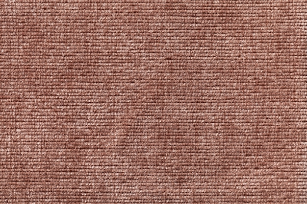 Fond marron en matière textile douce.