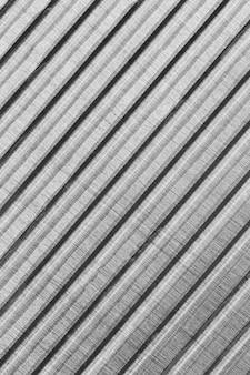 Fond de matériau métallique à rayures obliques