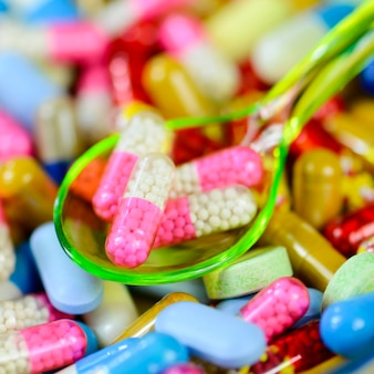 Fond de médicament coloré par voie orale.