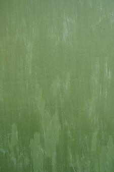 Fond métal vert. coulé de peinture. la texture du métal peut être utilisée comme arrière-plan
