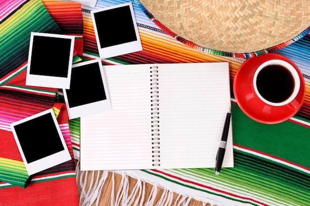Fond mexicain avec album photo