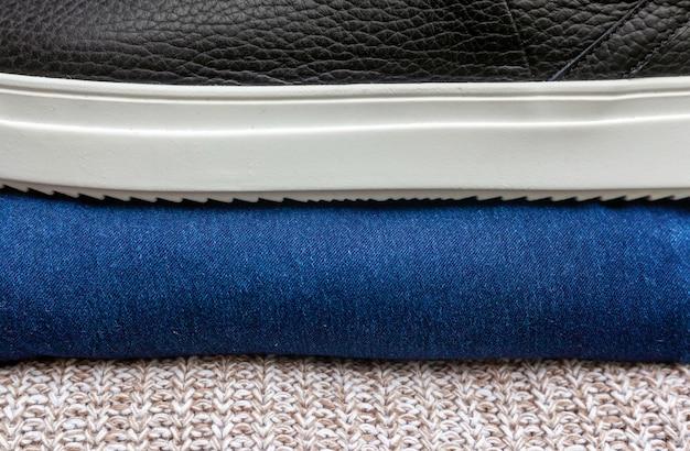 Fond de mode automne. pull en laine, jean bleu et chaussures en cuir