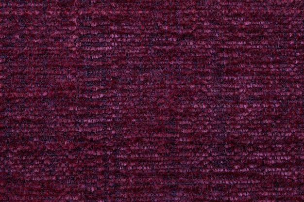 Fond moelleux rouge foncé en tissu doux et moelleux. texture de textile agrandi