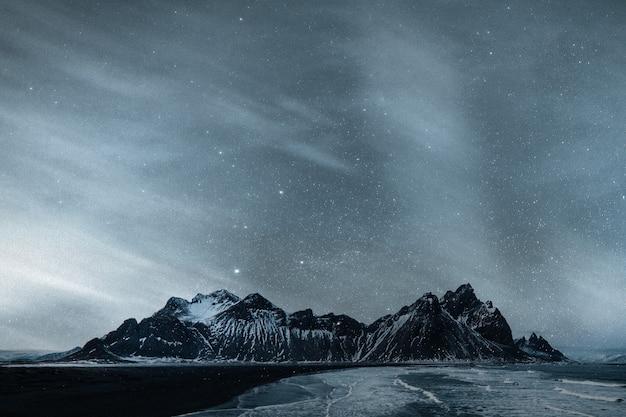 Fond de montagne ciel étoilé nature remixed media
