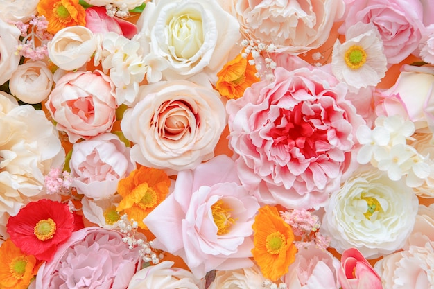Fond à motifs de fleurs fraîches colorées