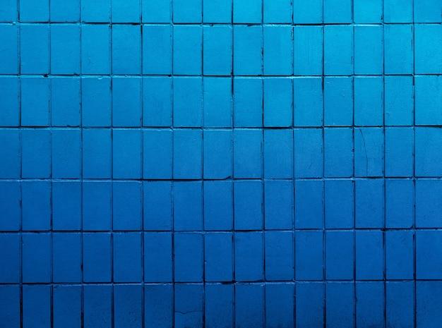 Fond de mur de carreaux bleus.
