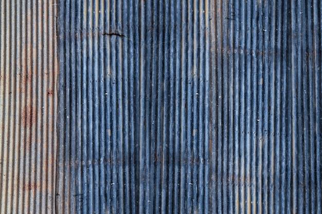 Fond de mur en tôle de zinc rouillé bleu sale