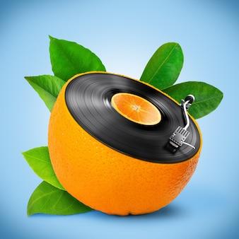 Fond musical avec un disque vinyle et orange.