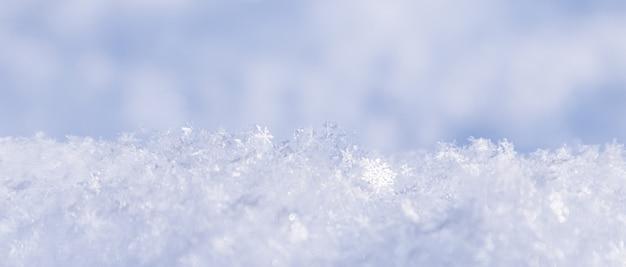 Fond de neige fraîche fond d'hiver naturel texture de la neige dans les tons bleus