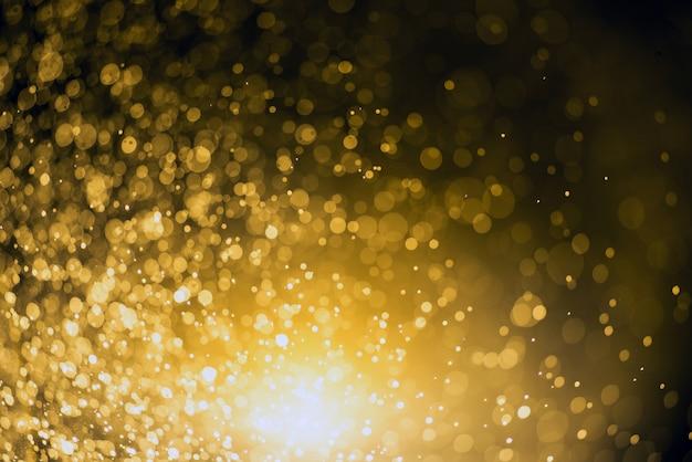 Fond de noël abstrait festif avec les lumières et les étoiles défocalisés de bokeh