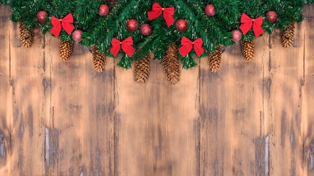 Fond de noël avec arbre de noël. thème des vacances d'hiver. bonne année. espace pour le texte.