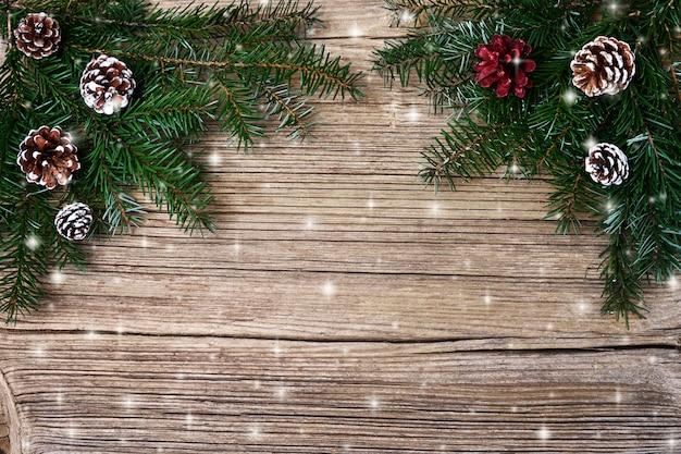 Fond de noël branche de sapin de noël avec décoration. espace de copie, vue de dessus, tonique