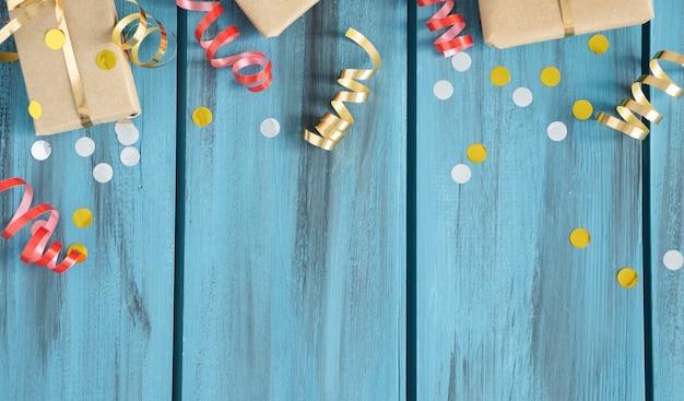 Fond de noël. cadre en branches de sapin. fonds d'écran. vue de dessus à plat. joyeux noël. thème des vacances d'hiver. bonne année. espace pour le texte