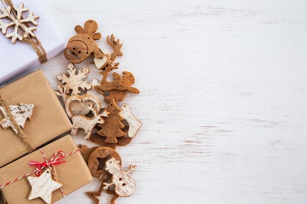 Fond de noël - coffrets cadeaux faits à la main avec étiquette pour joyeux noël