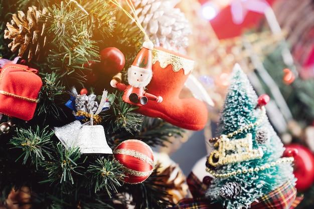 Fond de noël avec des décorations et des coffrets cadeaux en bois