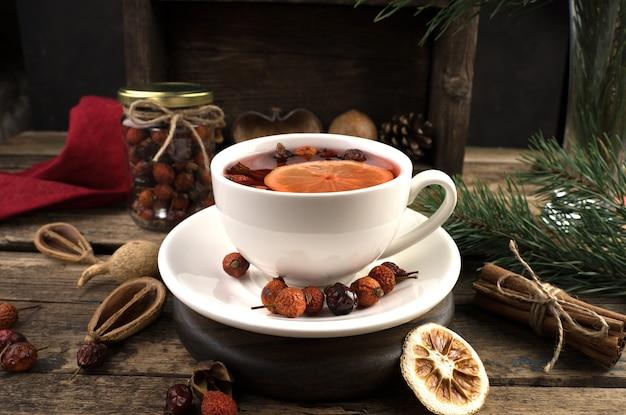 Fond de noël avec une tasse de thé