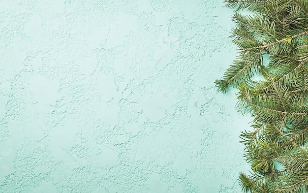 Fond de noël vert avec vue de dessus de sapin avec espace copie
