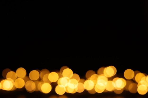Fond noir avec des lumières de noël bokeh. espace libre pour le texte, espace de copie.