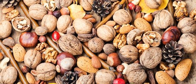 Fond de noix mélangées