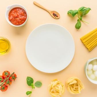 Fond de nourriture avec des ingrédients pour les pâtes