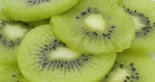 Fond de nourriture saine avec kiwi en tranches