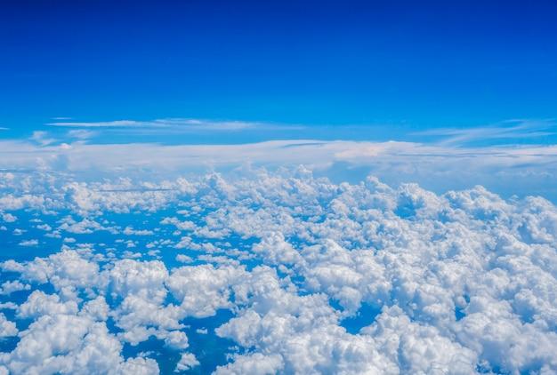 Fond de nuage de ciel bleu texturé